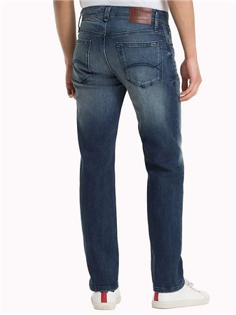 74fe982e46a2 Tommy Jeans Tommy Hilfiger Ryan Straight Jean Oak Mid Blue Comfort ...